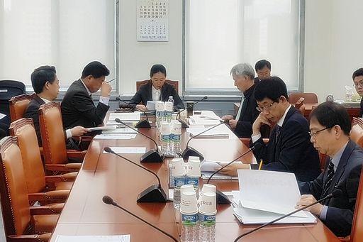 국회 행안위 소위, '제천 화재 조사결과' 보고받아…도지사 책임 여부 논란